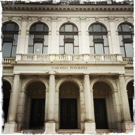 Weitere Sehenswürdigkeiten dieser Zeit sind das Nationaltheater ... (Foto: balkanblogger.com)