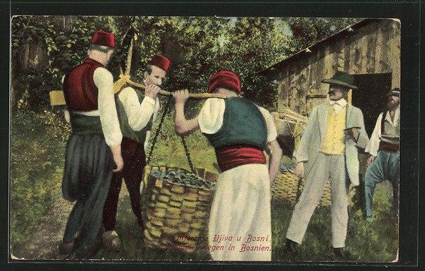 Bosnier beim Wiegen der Zwetschgen - alte Postkarte