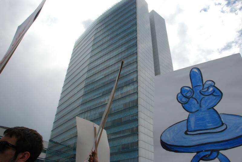 Ein Schnuller wurde zum Symbol gegen die irrationale Politik