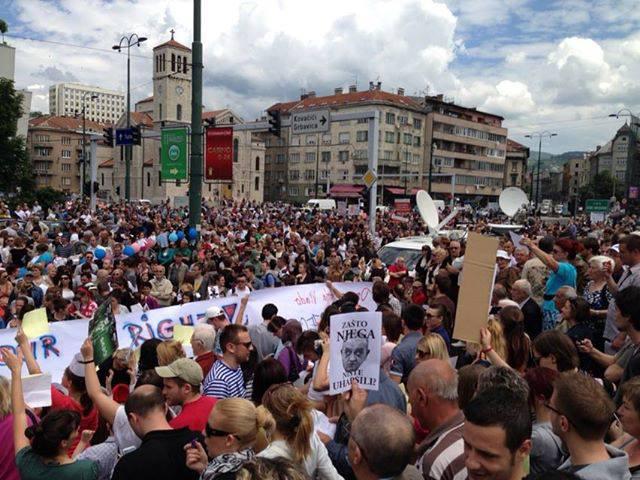Tausende Protestanten aus allenTeilen des Landes besetzen das Parlament in der bosnischen Hauptstadt