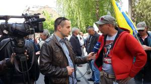Almir Arnaut in Interview während der Proteste (Facebook.com)