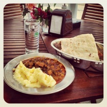 Bei einer Aščinica bekommt man verschiedene typische bosnische Gerichte, darunter auch viele vegetarische. Sehr empfehlenswert: Eintopf mit Okraschoten und Kartoffelpüree bei ASDŽ. http://asdz.ba