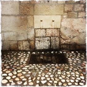 """""""Wer einmal vom Wasser Bosniens trinkt, der kommt immer wieder zurück"""" verspricht ein altes Sprichwort. Schon die Osmanen waren von den zahlreichen frischen und reinen Quellen begeistert. Überall finden sich öffentliche Wasserbrunnen."""