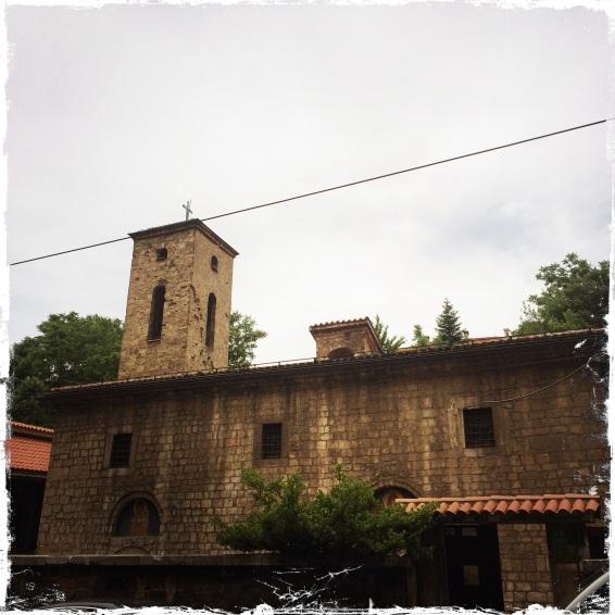 ... oder die alte serbisch-orthodoxe Kirche des Heiligen Erzengels Michael...
