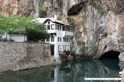 Etwa eine halbe Stunde von Mostar entfernt liegt der Ort Blagaj mit seiner heiligen Tekke an der Buna-Quelle