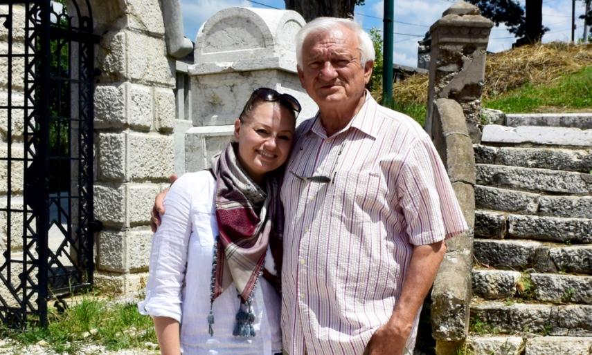 Im Juni 2014 mit Jovan Divjak auf dem Jüdischen Friedhof in Sarajevo (Foto: Balkanblogger)