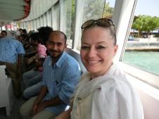 Mit dem Boot geht es zur Hauptinsel vom Flughafen aus (Foto: Balkanblogger)