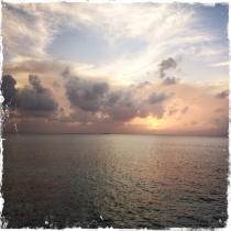 Am Strand im warmen Sand sitzen und ihr gute Nacht wünschen - unbezahlbar (Foto: balkanblogger)