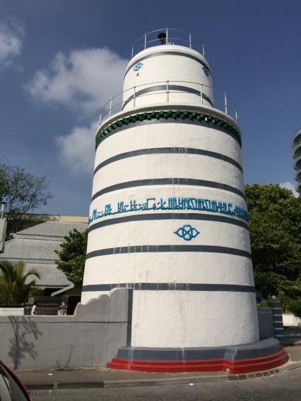 Die Architektur entspricht nicht der gängigen, wie man schon am Minarett erkennen kann (Foto: Balkanblogger)