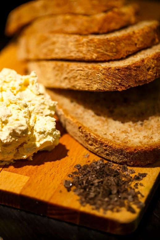Kulinarisch hat Island einiges zu bieten. Ich war verrückt nach Butterbroten mit schwarzem Lavasalz. Ich nahm mir davon gleich zwei Packungen mit. Günstig ist es nicht, aber für seltene Naturprodukte gebe ich gerne mehr aus (Foto: Jaguar)