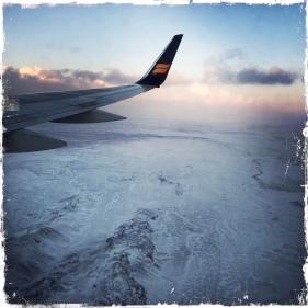 ... beim Anflug auf Island, der größten Vulkaninsel im Atlantik, empfangen. (Foto: balkanblogger)