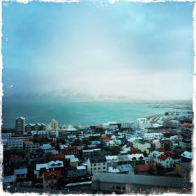 Die Hauptstadt Reykjavik liegt im Nordwesten des Landes direkt an der Küste Islands. Der besten Überblick über die Stadt und die Berge im Hintergrund hat man ... (Foto: balkanblogger)