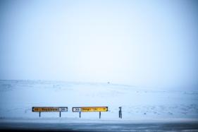 """""""Ihnen gefällt das Wetter nicht? Keine Sorge, das kann sich in Island in fünf Minuten ändern."""" Diese isländische Weisheit trifft absolut zu. Für eine Strecke von über 40 Kilometer benötigte ich etwa drei Stunden. Man wird von einem Schneesturm überrascht, von starken Verwehungen, dass keine Sicht möglich ist ... (Foto: Markus Hofmann/white-photo.com)"""