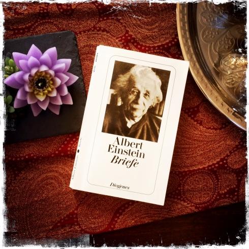 """Für mich ein weiterer persönlicher """"Lebens-Ratgeber"""": das Buch """"Albert Einstein - Briefe"""" (Foto: balkanblogger.com)"""