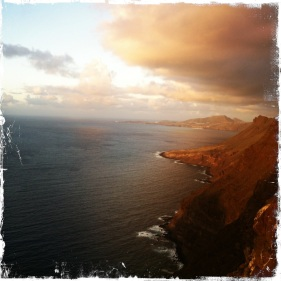 Die Sonne geht langsam unter und Aussichtspunkte laden zum Halt ein, um ... (Foto: balkanblogger.com)