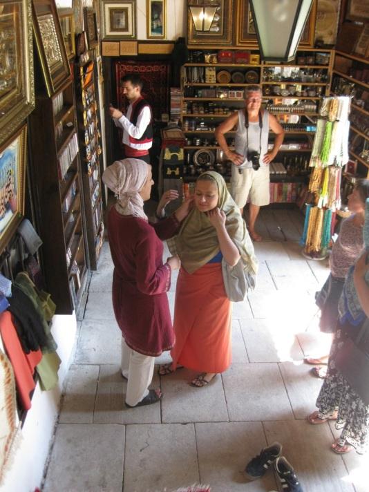 Die Tekke kann jeder besuchen, allerdings ist die Kleiderordnung zu beachten. (Foto: balkanblogger.com)