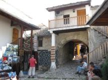 1993 wurde sie von der kroatischen Armee bewusst zerstört. Doch sie wurde restauriert und am 23.07.2004 wieder eröffnet. (Foto: balkanblogger.com)