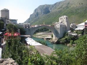 Erster Stop - Mostar. Am besten vor den Toren der Altstadt parken und die Stadt zu Fuß erkunden. Das Wahrzeichen der Stadt ... (Foto: balkanblogger.com)