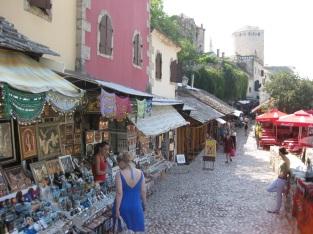 Die osmanische Altstadt am Fluss entlang lädt zum shoppen ein ... (Foto: balkanblogger.com)