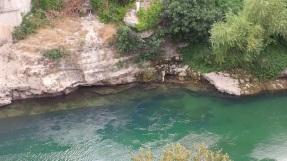 Ein Besuch dieses Ortes, mit dem so viele Legenden verbunden sind, bleibt unvergessen. Und der grüne Fluss trägt auch dazu bei. (Foto: balkanblogger.com)