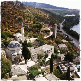 ... man wird mit einem traumhaften Ausblick über die Stadt ... (Foto: balkanblogger.com)
