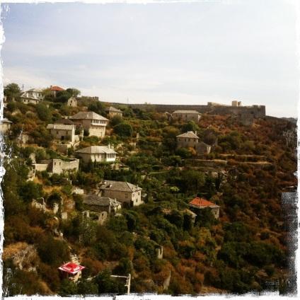 Von da aus blickt man auf die Ruinen der Festung. (Foto: balkanblogger.com)