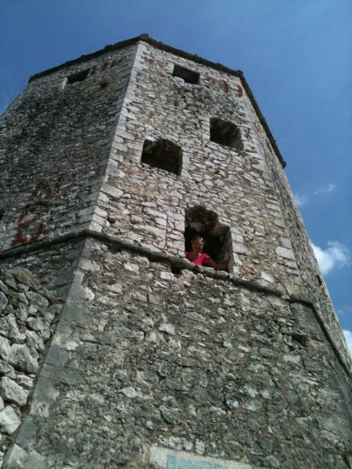 Zum Turm gelangt man über die jahrhundertalte Stufen. (Foto: balkanblogger.com)