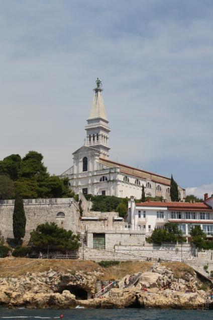 Den Kirchturm von St. Euphemia ... (Foto: Balkanblogger)