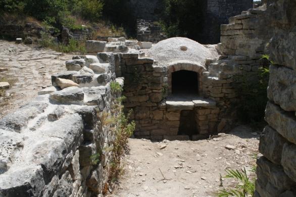 Vieles ist erhalten geblieben und die Ruinen sind Zeugen ihrer Zeit (Foto: Balkanblogger)