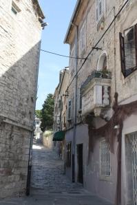 ... mit ihren kleinen romantischen Balkons ... (Foto: Balkanblogger)