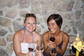 Hier können einheimische Weine gekostet und gekauft werden (Foto: Balkanblogger)